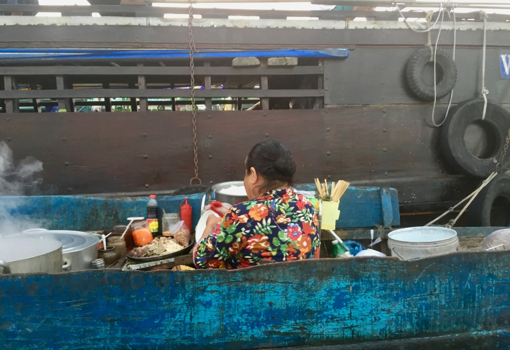 Lady serving breakfast in the floating market.